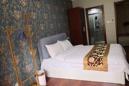 暖窝公寓温馨大床房