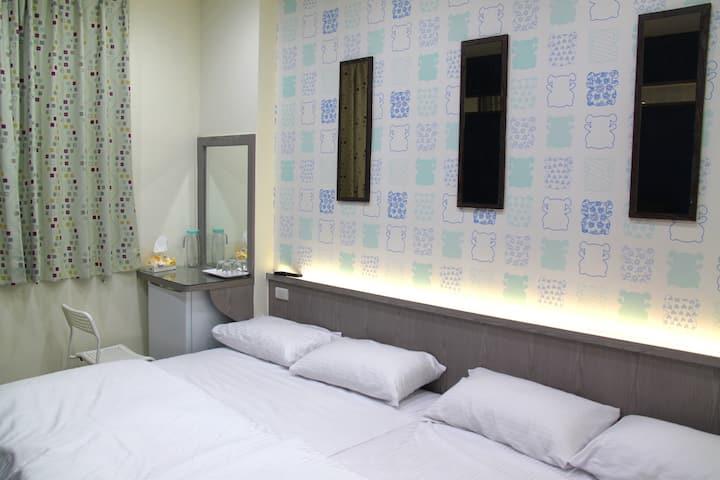 3B  四人房 配備兩組高級獨立筒雙人床墊及五星級衛浴設備及 全新裝潢