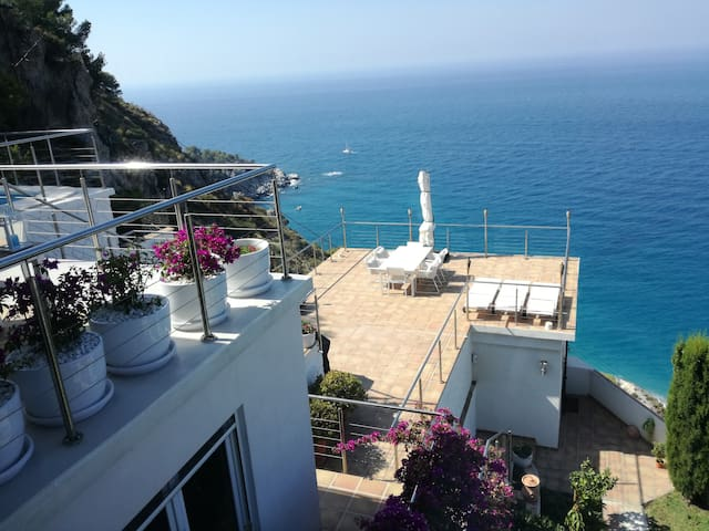 Villa Siesta in a natural park, stunning sea views - La Herradura - Villa