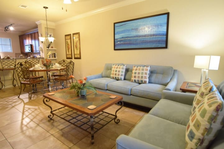 Superb 2 bed 2 bath condo sleeps 6, lovely resort!