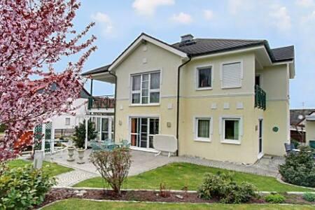 Traumhafte Villa im Grünen - Marburg