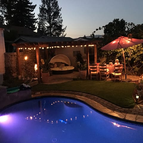 Your own Petaluma West Side Shangri-La w/ pool/spa