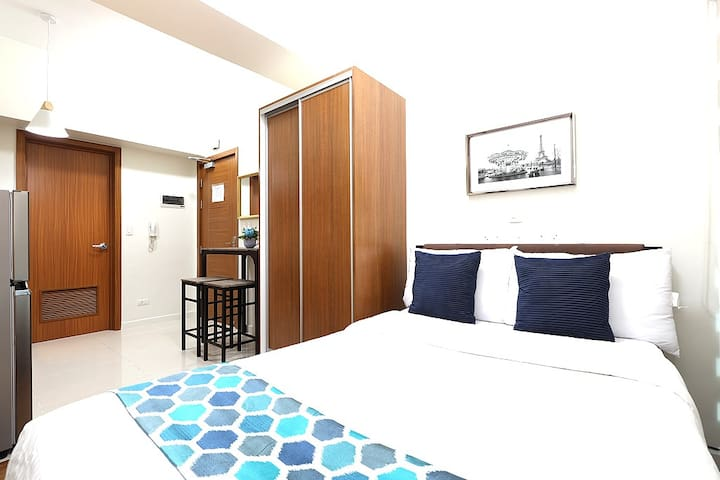 Cozy Studio Best Location in Makati CBD  (M21)
