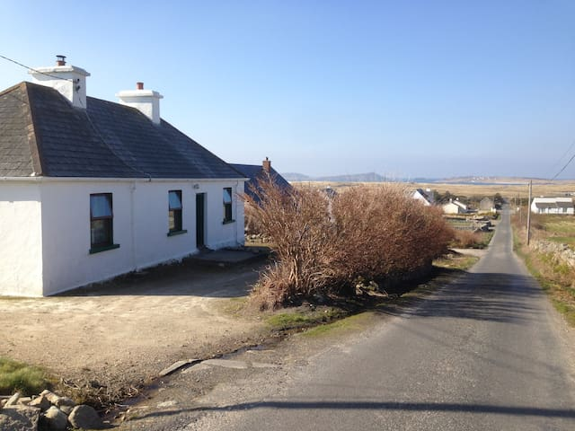 Cosy Modernized Traditional Cottage Gweedore. - Derrybeg - บ้าน