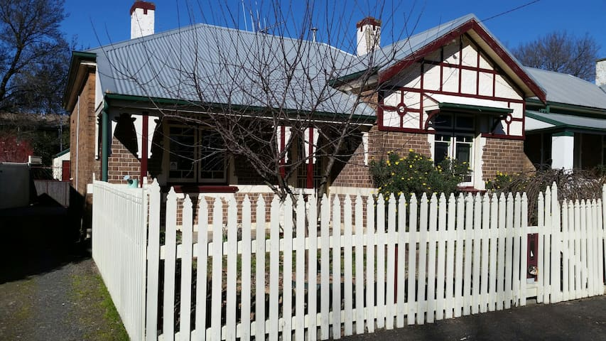 Arden - 3 bedroom central cottage - Orange