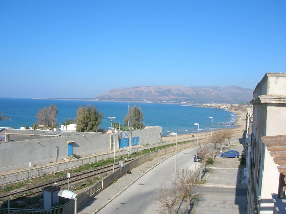 Il mare e la spiaggia dal terrazzo