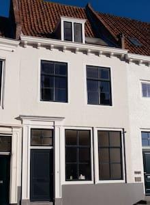 wunderschönes historisches Stadthaus - 米德尔堡(Middelburg) - 独立屋
