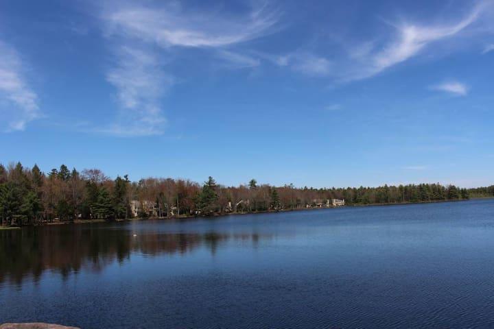Poconos - Lakeside, Golf, Kayak 30 DAY RENTAL ONLY