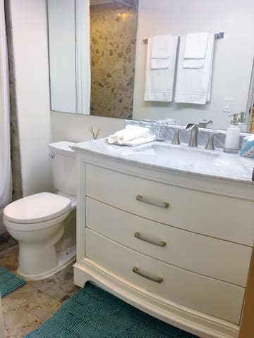 NEW MARBLE VANITY WITH EXTRA TOWELS