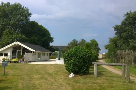 Summerresidence close to 2 beaches - Sjællands Odde - 小木屋