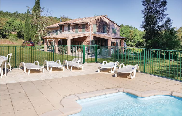 Holiday cottage with 4 bedrooms on 130 m² in Gonfaron
