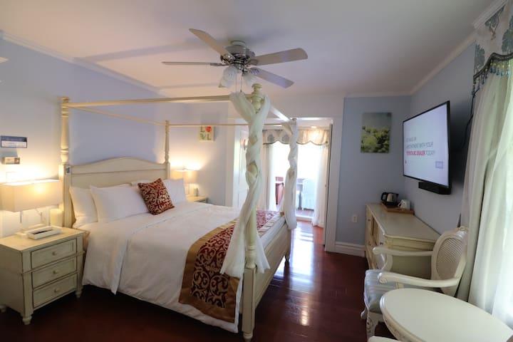 Private MASTER BEDROOM & BALCONY
