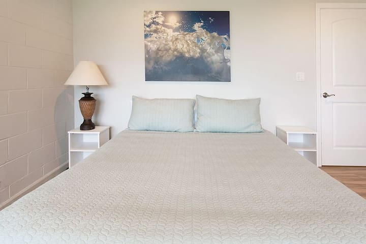 Guest Bedroom w/Queen