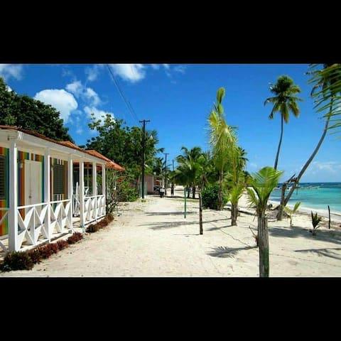 Amanece en el paraiso frente a la playa