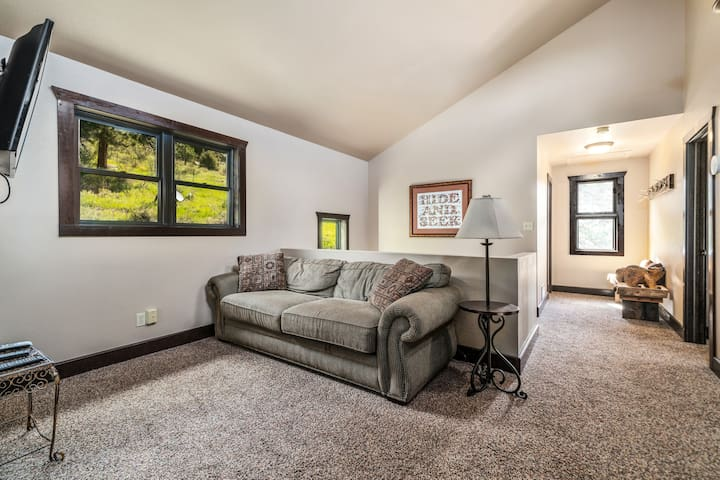 Between the 2 guest rooms, is an open loft, with a queen sleeper sofa and flat screen TV.