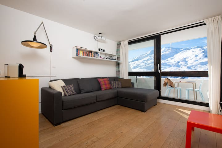 Ski in ski out with sought after location