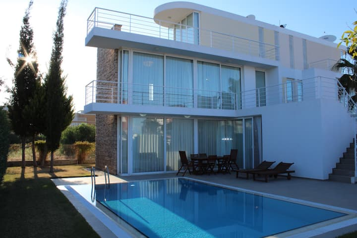 Novron A-9 Dream Villa