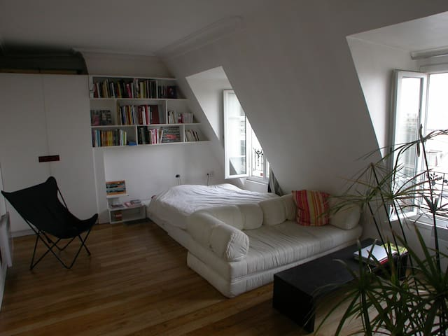 Grand studio sur les toits, proche Nation - Paris - Apartment