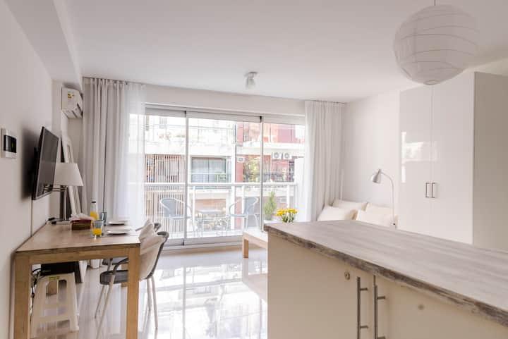 BRIGHT!!! Recoleta w/balcony+gym+pool+Laundry!