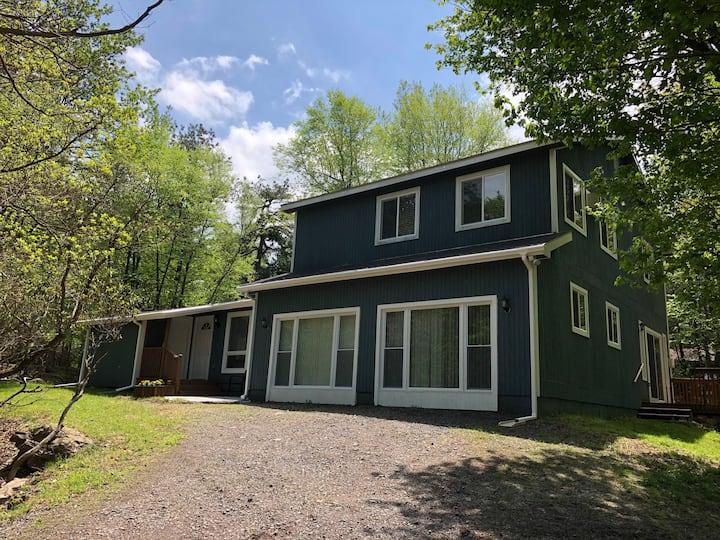 Lake House Retreat in Lake Harmony