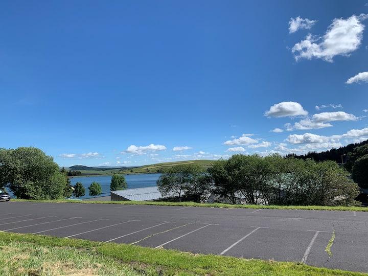 Loue studio plein centre vue sur le lac