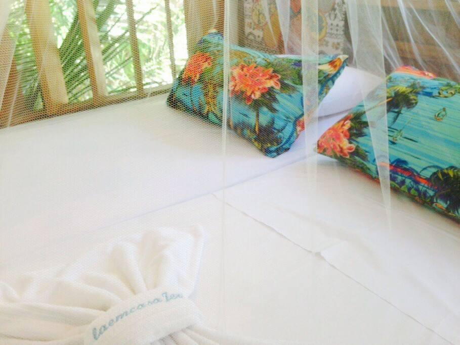 2 camas de solteiro = 1 cama de casal / 2 single beds = 1 double bed