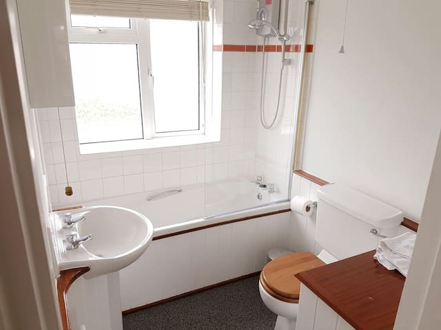 Quiet, clean, residential location - Hamble-le-Rice - Huis
