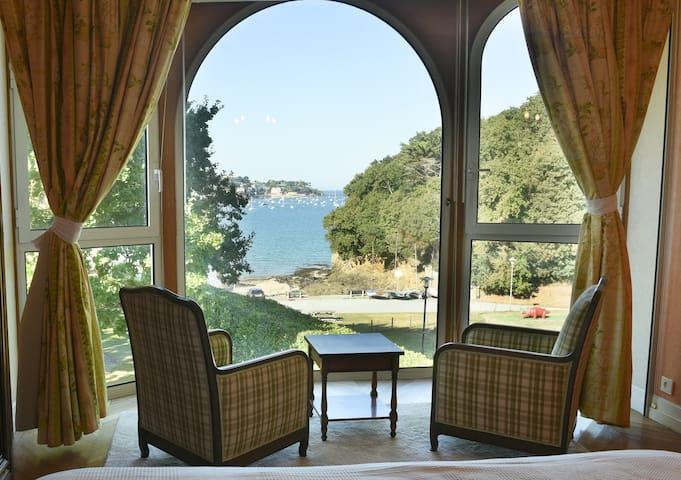 Belle villa à Dinard vue mer et plage - 12 pers