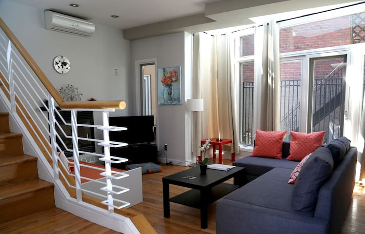 Duplex 2br house 15 min manhattan appartamenti in for Aki kitchen cabinets astoria ny