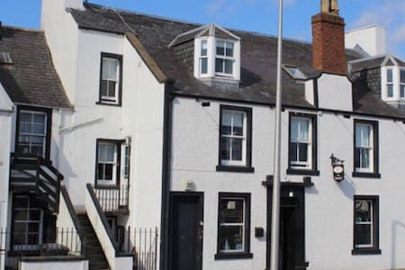 Southesk Inn, Montrose, bedsit, double bed