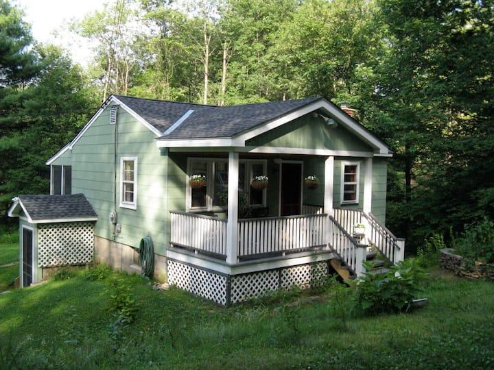 Grandma Gail's Cottage at the Ten Mile River