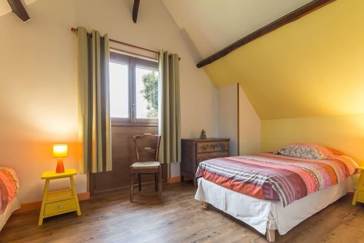 Chambre avec 2 lits d'une personne