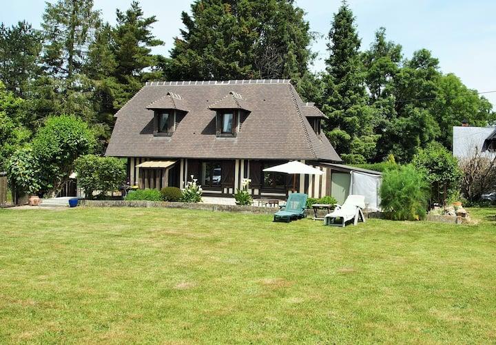 Charmante petite maison Normande avec jardin!