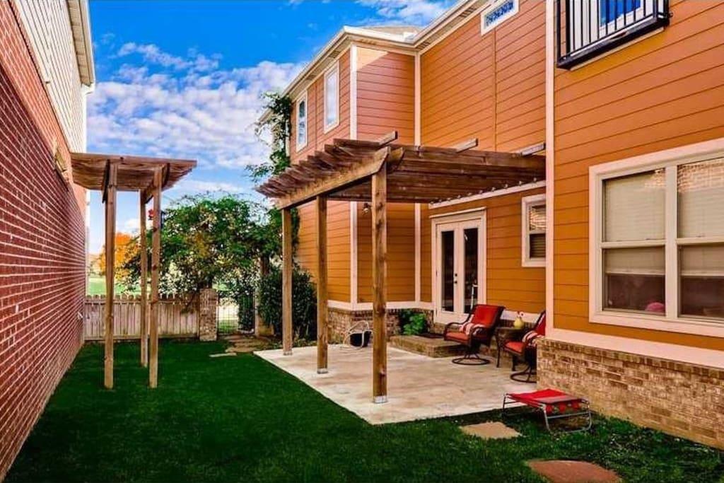 Side yard/patio