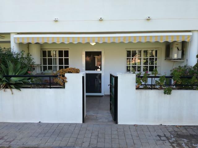 Apartamento con piscina cerca de playa y Valencia