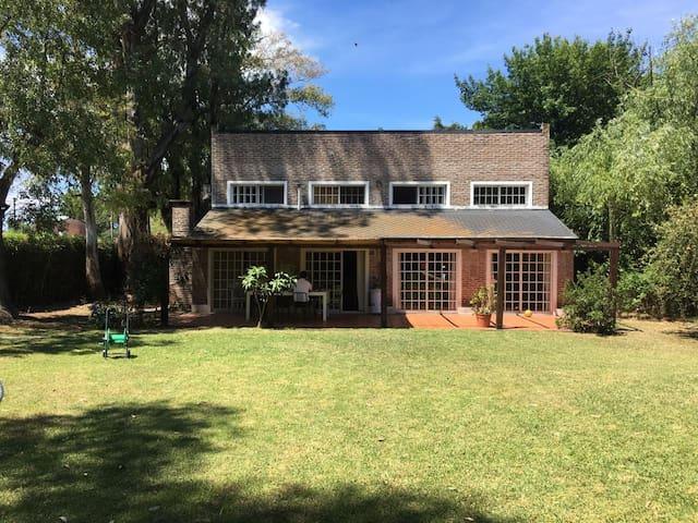 Casa en Barrio cerrado con jardín y pileta