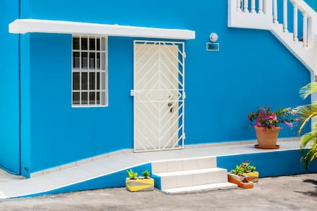 Perfect location for Travelers, Beach 10 min drive - Willemstad - Apartamento