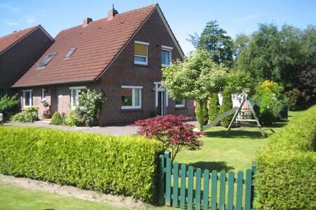 Birgit´s Ferienhaus in Ostfriesland - Stedesdorf - Hus