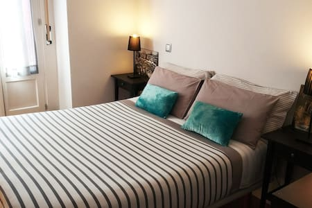 1 room with private bathroom in city center Madrid