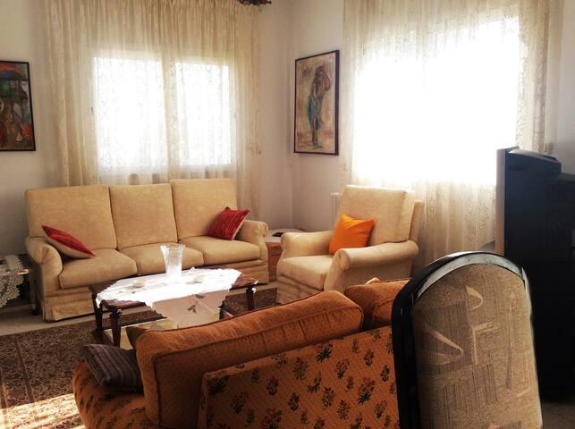 Bel étage de villa à El menzah 5 - Ariana - Villa