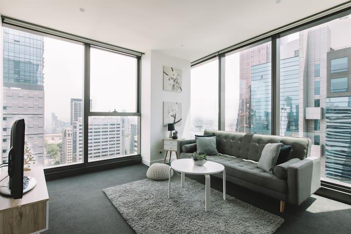 配有高層美景的全新兩房公寓(30層+)
