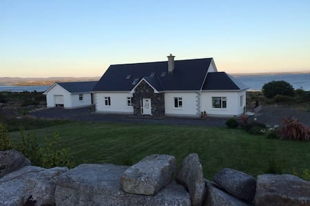 """Bayview Lodge"" Connemara"