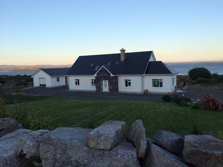 """Bayview Lodge"" Connemara"