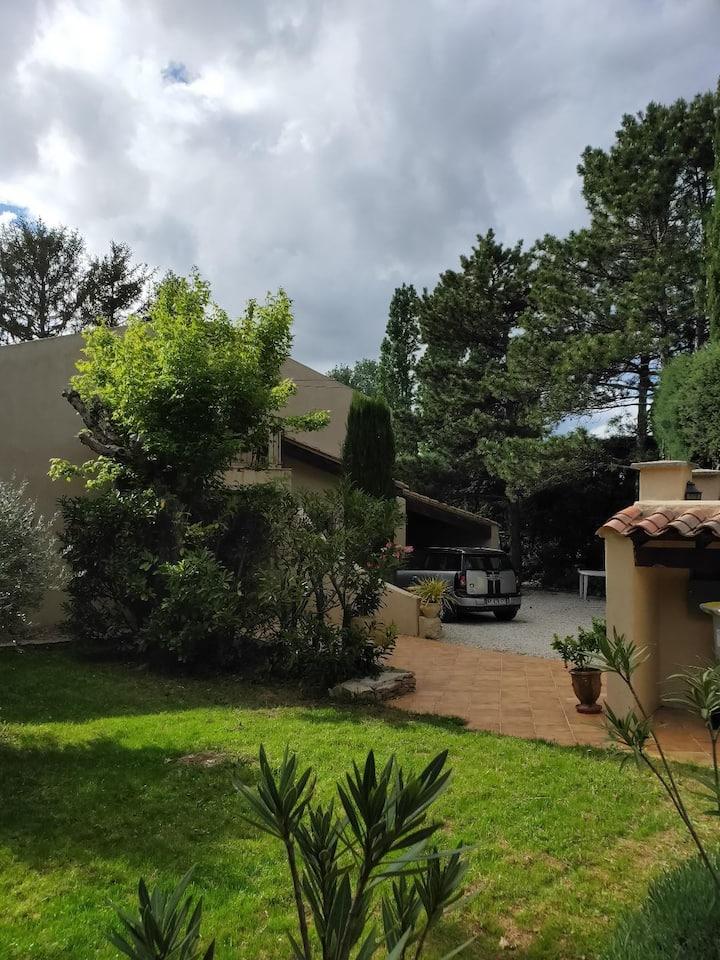 Aix en Provence 15 Mn du centre,  deux chambres