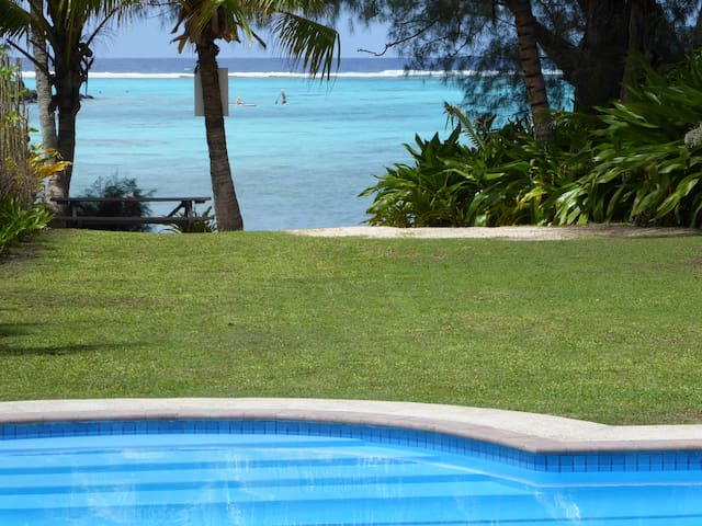 Taakoka Muri Beach Villa beachfront + private pool