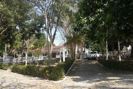 Villa Carmila, Via al Valle - Antón - Dom