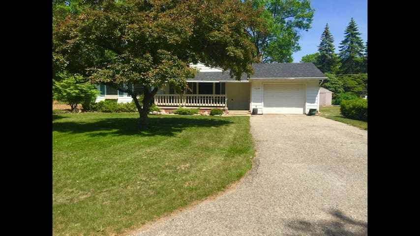 EBS rentals Perfect Caseville house