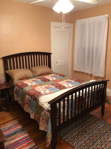 Quiet 2 bedroom apartment near Alewife T station