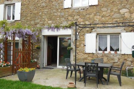 Maison de village en pierre - Ardoix