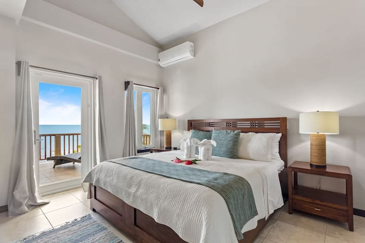 Beach Front, Private Luxury Rental near Placencia perfect for groups and large families (sleeps 14)